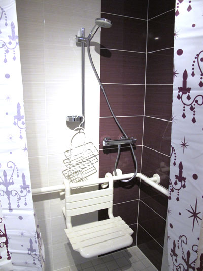 shower with removable seat