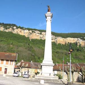The village square and its monolith